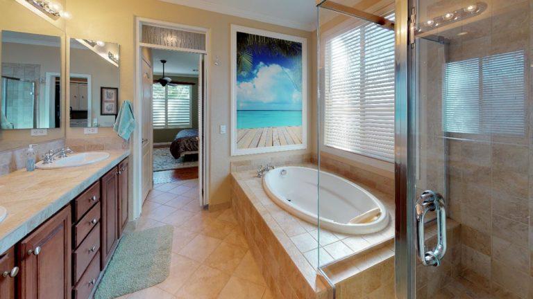 Coral-Mist-Place-Bathroom(2)